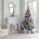 Новогодняя елка в интерьере: идеи по украшению больших, маленьких и искусственных елок