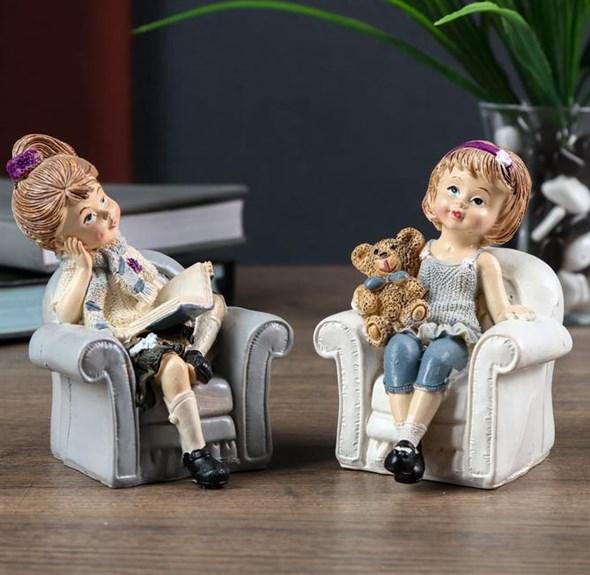 "Статуэтка ""Девочка в кресле"", цена за штуку - фото 23227"