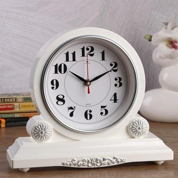 Часы настольные белые с серебром - фото 24953