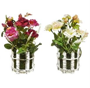 Искусственные цветы за заборчиком в ассортименте