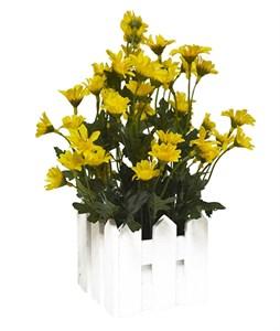 Искусственные цветы желтые в деревянном кашпо