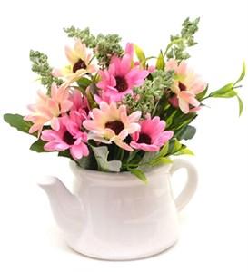 Цветы искусственные в кувшинчике