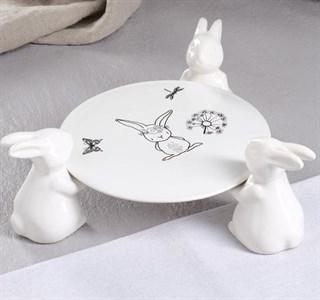 """Тортница """"Кролики"""" белая диаметр 20 см"""