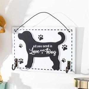 """Табличка подвесная """"Всем нужна любовь и собака"""" с крючками"""