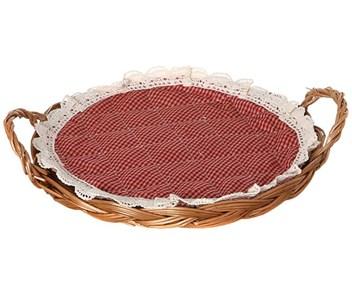 Корзинка для хлеба с красной салфеткой