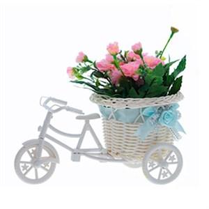 Велосипед с искусственными розовыми цветами