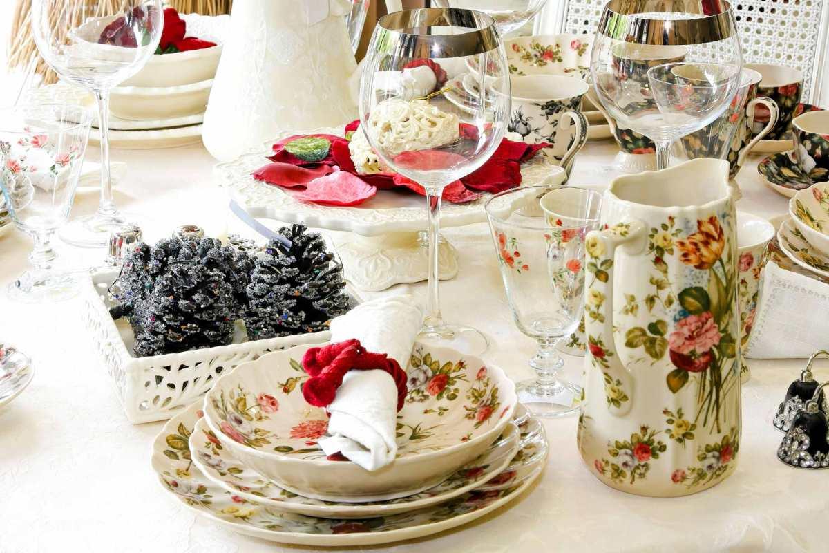 Посуда с новогодними узорами