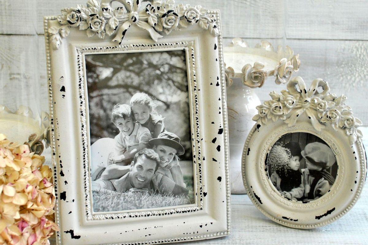 черно белое фото в винтажной рамке регулярно видят