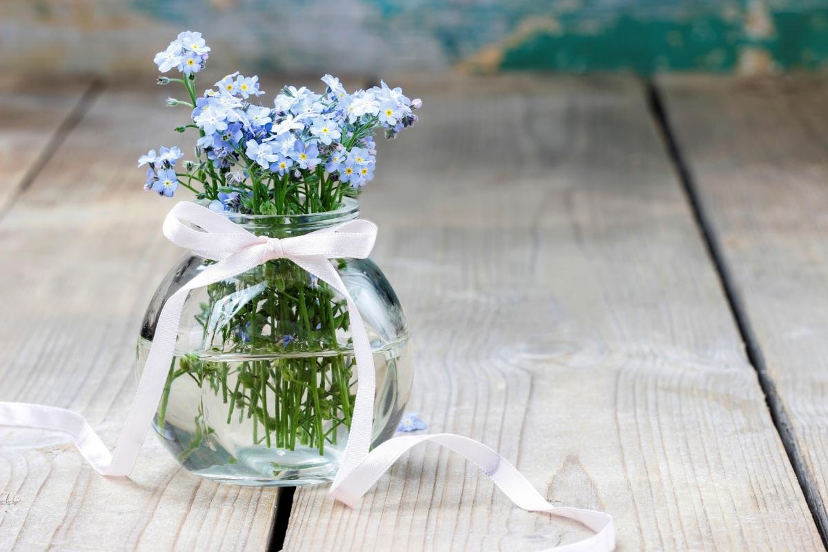 Прикольная, картинки на ватсап цветы в необычных вазах