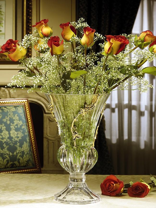 хороши навесные букеты цветов в хрустальной вазе фото дался